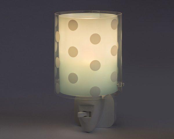 καθώς και την ελάχιστη κατανάλωση ρεύματος. Κρύο στην επαφή διατίθεται με ενσωματωμένο διακόπτη ώστε να μην χρειάζεται να βγει από την πρίζα όταν δεν ανάβει. Το Dots Green φωτιστικό νύκτας πρίζας LED συμπληρώνει τα υπόλοιπα παιδικά φωτιστικά της συλλογής.