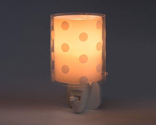καθώς και την ελάχιστη κατανάλωση ρεύματος. Κρύο στην επαφή διατίθεται με ενσωματωμένο διακόπτη ώστε να μην χρειάζεται να βγει από την πρίζα όταν δεν ανάβει. Το Dots Pink φωτιστικό νύκτας πρίζας LED συμπληρώνει τα υπόλοιπα παιδικά φωτιστικά της συλλογής.