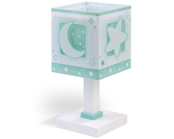 Κλασικής σχεδίασης παιδικό φωτιστικό κομοδίνου διπλού τοιχώματος. Προσθέτει διασκεδαστικό χαρακτήρα και χρώμα σε κάθε παιδικό δωμάτιο ακόμα και στο σκοτάδι με τα τυπωμένα στο εξωτερικό του τοίχωμα φωσφορίζοντα μέρη. Παρέχει ομοιόμορφο