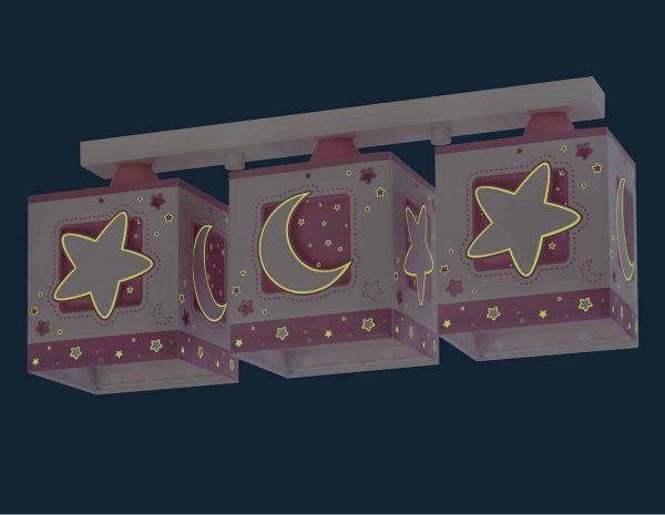 να παίξουν και να κοιμηθούν παρέα με τον αγαπημένο τους ήρωα. Η μαγεία συνεχίζετε ακόμα και στο σκοτάδι με τα φωσφορίζοντα μέρη του στο εξωτερικό τοίχωμα των φωτιστικών του σωμάτων. Το MoonLight Pink τρίφωτο φωτιστικό οροφής σε ράγα συμπληρώνει τα υπόλοιπα παιδικά φωτιστικά της συλλογής.