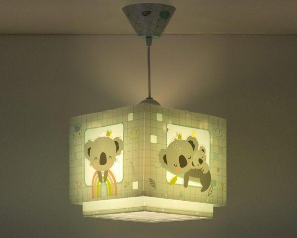 να παίξουν και να κοιμηθούν παρέα με τον αγαπημένο τους ήρωα. Το Koala Green κρεμαστό φωτιστικό οροφής φωσφορίζον συμπληρώνει τα υπόλοιπα παιδικά φωτιστικά της συλλογής και είναι εξαιρετικά εύκολο στην εγκατάστασή του.