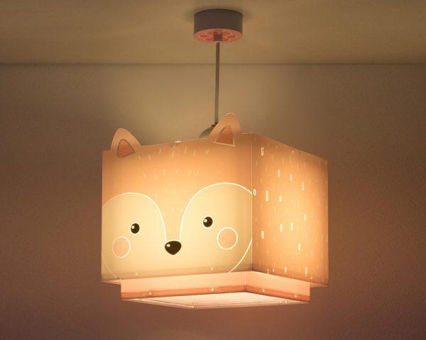 να παίξουν και να κοιμηθούν παρέα με τον αγαπημένο τους ήρωα. Το Little Fox κρεμαστό φωτιστικό οροφής συμπληρώνει τα υπόλοιπα παιδικά φωτιστικά της συλλογής και είναι εξαιρετικά εύκολο στην εγκατάστασή του.