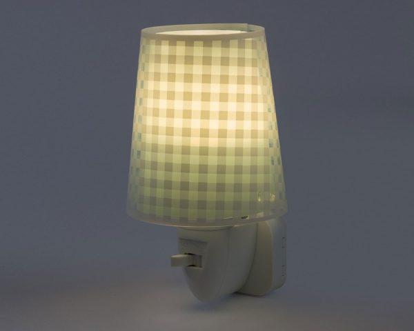 καθώς και την ελάχιστη κατανάλωση ρεύματος. Κρύο στην επαφή διατίθεται με ενσωματωμένο διακόπτη ώστε να μην χρειάζεται να βγει από την πρίζα όταν δεν ανάβει. Το Vichy Green φωτιστικό νύκτας πρίζας LED συμπληρώνει τα υπόλοιπα φωτιστικά της συλλογής.