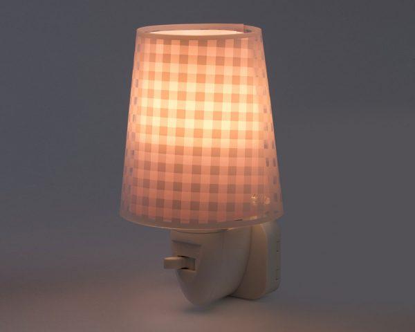 καθώς και την ελάχιστη κατανάλωση ρεύματος. Κρύο στην επαφή διατίθεται με ενσωματωμένο διακόπτη ώστε να μην χρειάζεται να βγει από την πρίζα όταν δεν ανάβει. Το Vichy Pink φωτιστικό νύκτας πρίζας LED συμπληρώνει τα υπόλοιπα φωτιστικά της συλλογής.