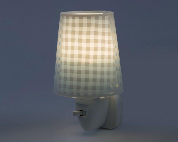 καθώς και την ελάχιστη κατανάλωση ρεύματος. Κρύο στην επαφή διατίθεται με ενσωματωμένο διακόπτη ώστε να μην χρειάζεται να βγει από την πρίζα όταν δεν ανάβει. Το Vichy Blue φωτιστικό νύκτας πρίζας LED συμπληρώνει τα υπόλοιπα φωτιστικά της συλλογής.