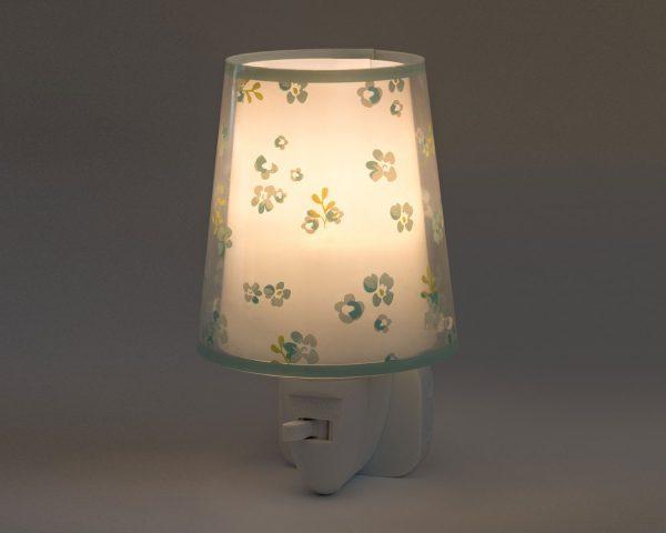 καθώς και την ελάχιστη κατανάλωση ρεύματος. Κρύο στην επαφή διατίθεται με ενσωματωμένο διακόπτη ώστε να μην χρειάζεται να βγει από την πρίζα όταν δεν ανάβει. Το Dream Flowers Green φωτιστικό νύκτας πρίζας LED συμπληρώνει τα υπόλοιπα φωτιστικά της συλλογής.