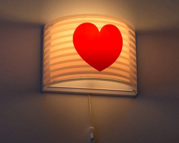 ιδανικά σχεδιασμένο για γενικό ή συμπληρωματικό φωτισμό. Φωτίζει και προσθέτει διασκεδαστικό χαρακτήρα και χαρούμενο άγγιγμα σε κάθε δωμάτιο. Παρέχει ομοιόμορφο άπλετο φως δημιουργώντας περιβάλλον που ενθαρρύνει τα παιδιά να επιδοθούν σε ότι τους αρέσει περισσότερο στην διασκέδαση και την δημιουργικότητα! Το Light Feeling Pink φωτιστικό απλίκα συμπληρώνει τα υπόλοιπα φωτιστικά της συλλογής και είναι κατασκευασμένο εξ ολοκλήρου στην Ευρώπη.